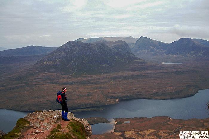 Die unberührte Natur der nördlichen Highlands vom Stac Pollaidh aus gesehen