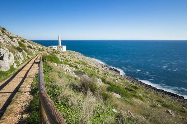 Küstenwandern zum Leuchtturm von Otranto.