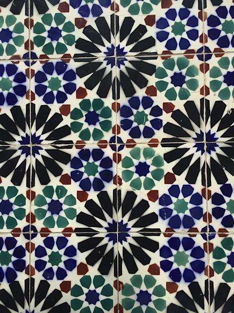 Bunt bemalte Keramikfliesen (Azulejos) in Lissabon.