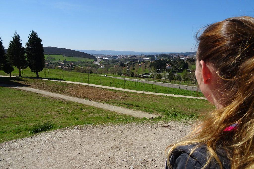 Ausblick von Monte do Gozo auf Santiago de Compostela am Ende des Jakobsweges.