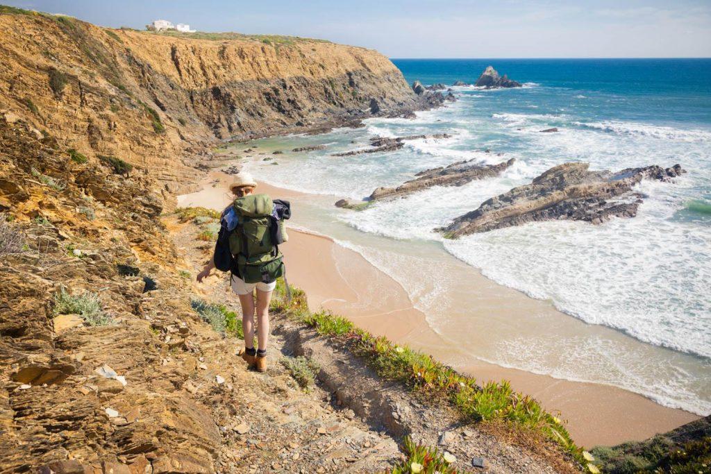 Wandern ohne Gepäck auf dem Fischerpfad an der Alentejoküste entlang.