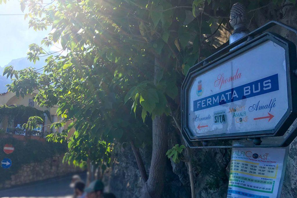 Bushaltestelle in Amalfi