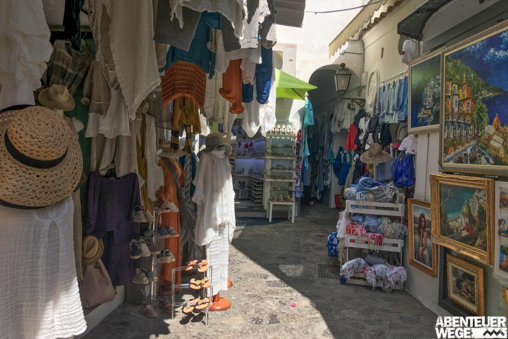 Kleine Gassen mit gemütlichen Geschäften und Galerien laden in Positano zum verweilen ein.