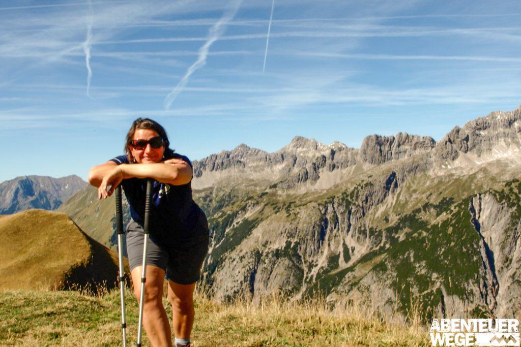Wanderer auf dem Fernwanderweg über die Alpen von Deutschland nach Italien.