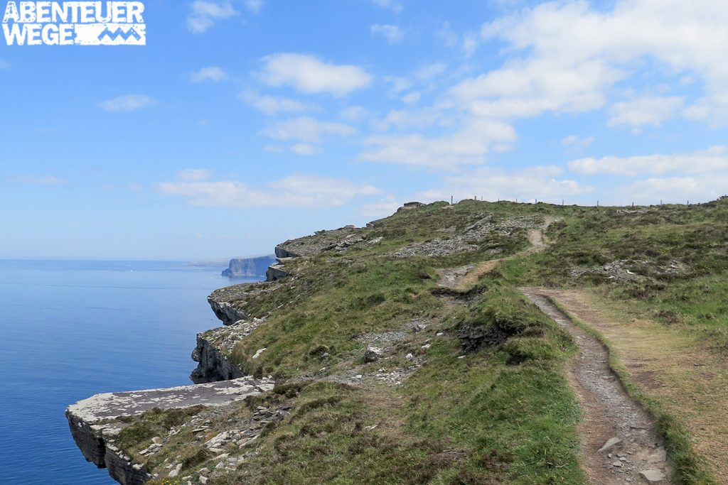 Küstenwanderweg an den Cliffs of Moher